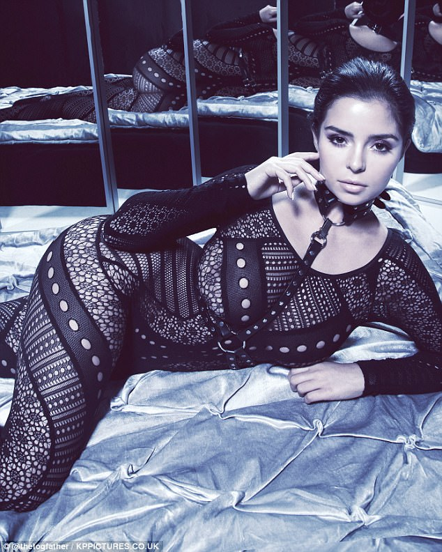 Demi Rose undressed for 6 million people
