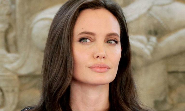 Angelina Jolie shines at the BAFTA awards ceremony