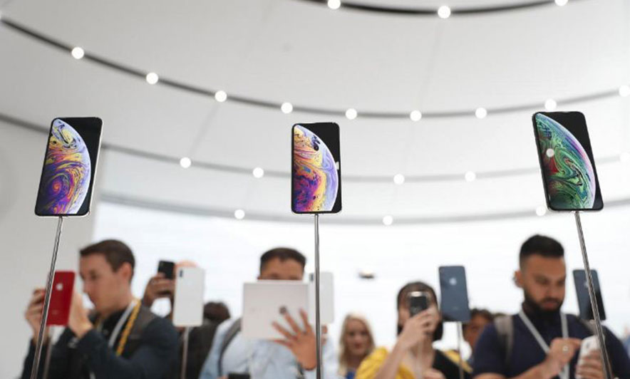 """Apple, """"iPhone"""" bigger and more expensive"""