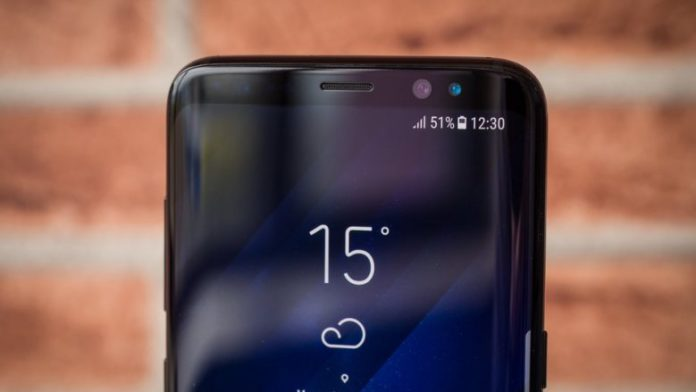 The first real picture of the Galaxy S10 appears