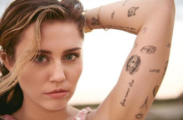 """Miley Cyrus, """"hot"""" photo and a statement!"""