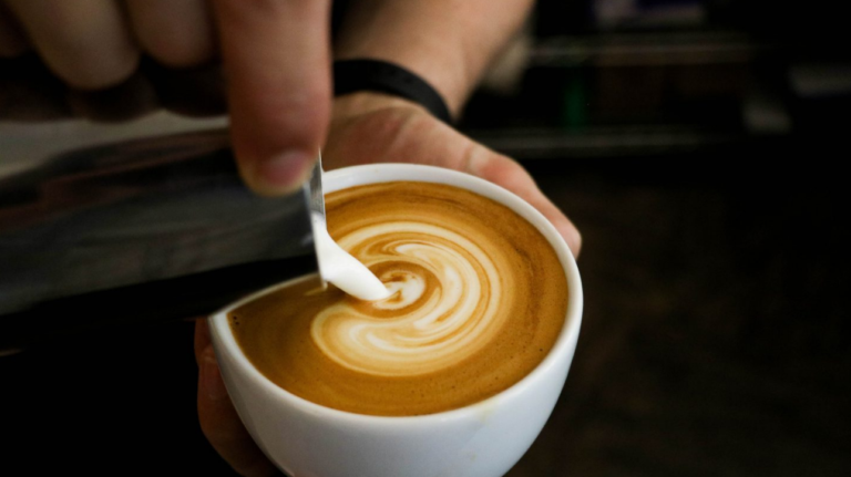 3 reasons why you should not drink coffee with milk