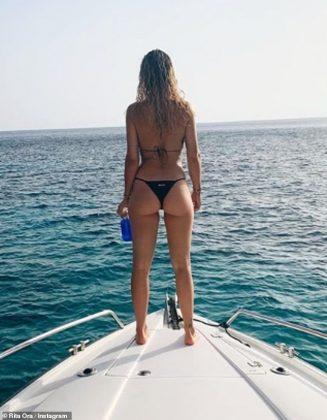 17135310 7345855 Holiday Rita Ora 28 bid farewell to the Spanish island as she di a 8 1565508777665