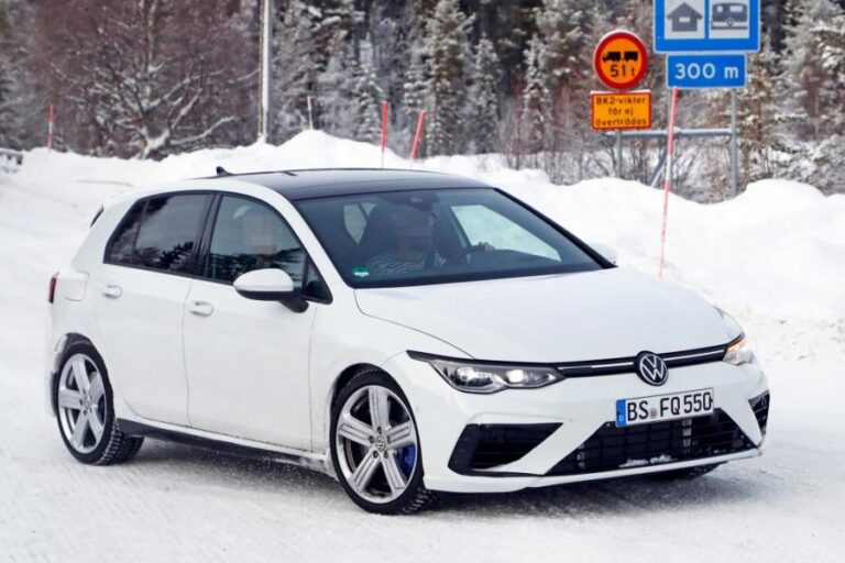 2021 Volkswagen Golf R seen fully without any camouflage, months before its debuts