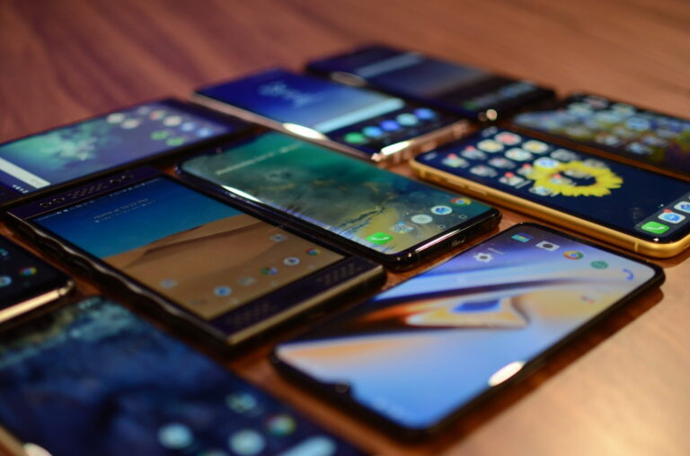 How to Choose the Best Smartphone to Buy