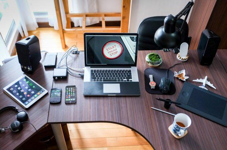 5 Ways Technology Enhances Our Lives