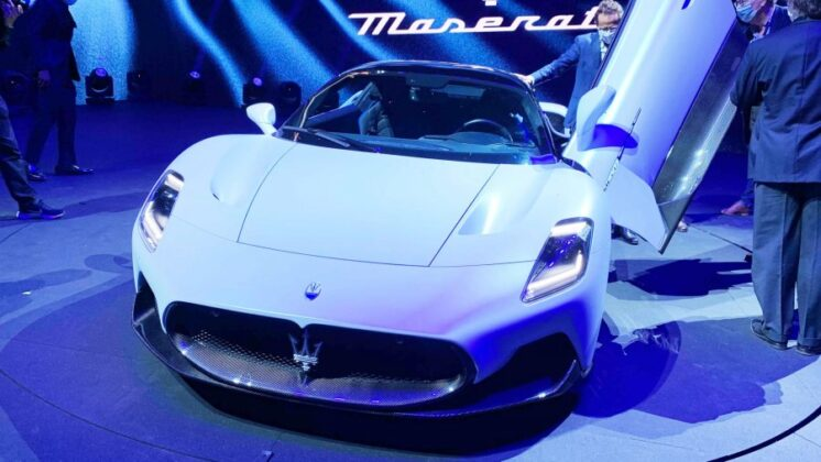 auto Maserati MC20 reveal pics 21599728383