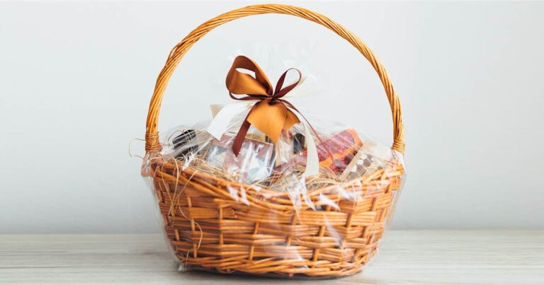 How to arrange a gift basket