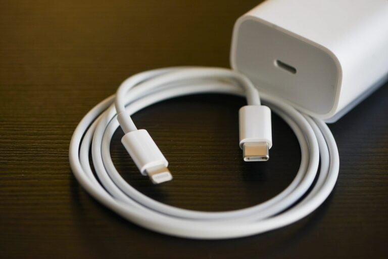 Samsung, Xiaomi, OnePlus mock the lack of a charger in the iPhone 12 box