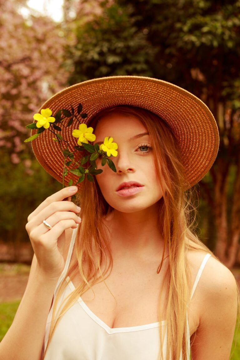 Why Every US Women Should Have a Straw Fedora Hat in Her Closet?