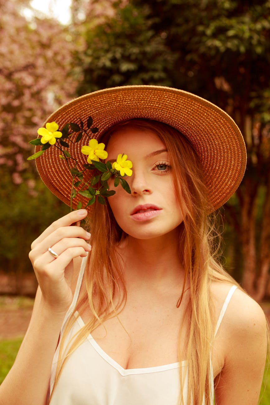Why Every US Women Should Have a Straw Fedora Hat in Her Closet,